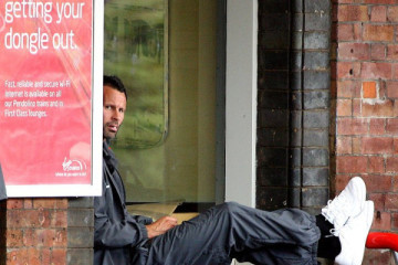 The picture taking Twitter by storm today of Giggs