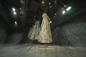 chiharu shiota synchronizing strings and rhizomes_00