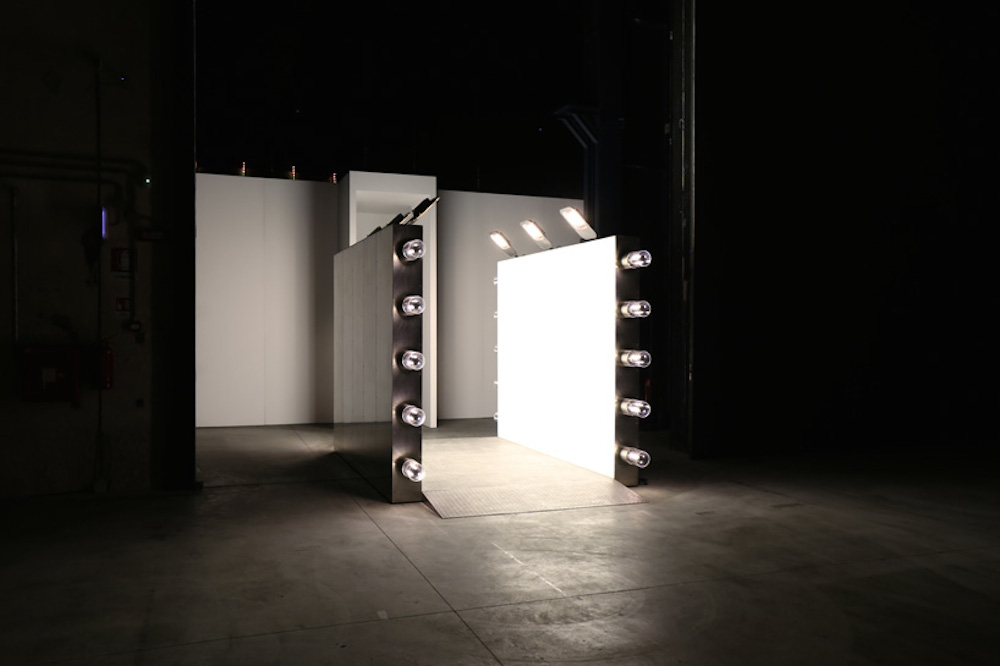 Carsten-Holler-Doubt-exhibition-light corridor-01