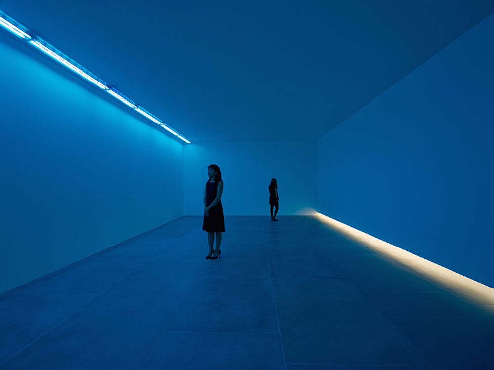 bruce-nauman-blue-light-room-blain-southern_02