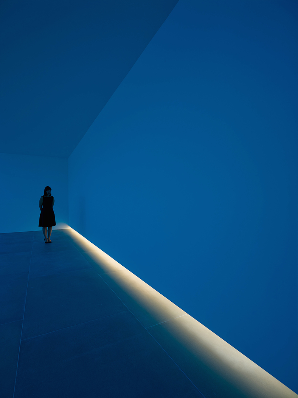 bruce-nauman-blue-light-room-blain-southern_05