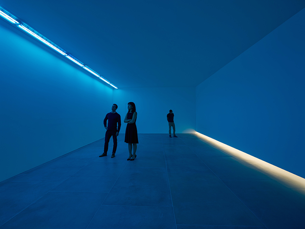 bruce-nauman-blue-light-room-blain-southern_06