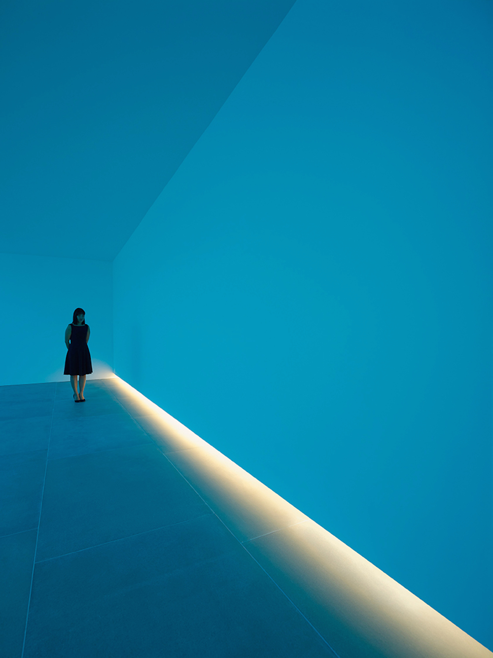 bruce-nauman-blue-light-room-blain-southern_08