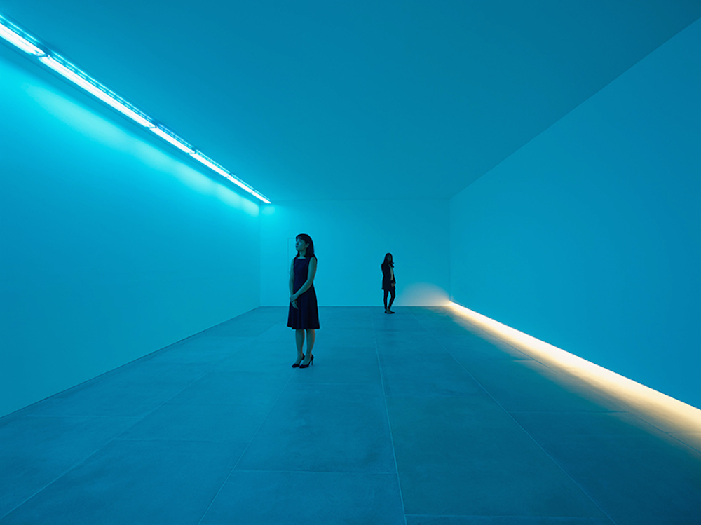 bruce-nauman-blue-light-room-blain-southern_09