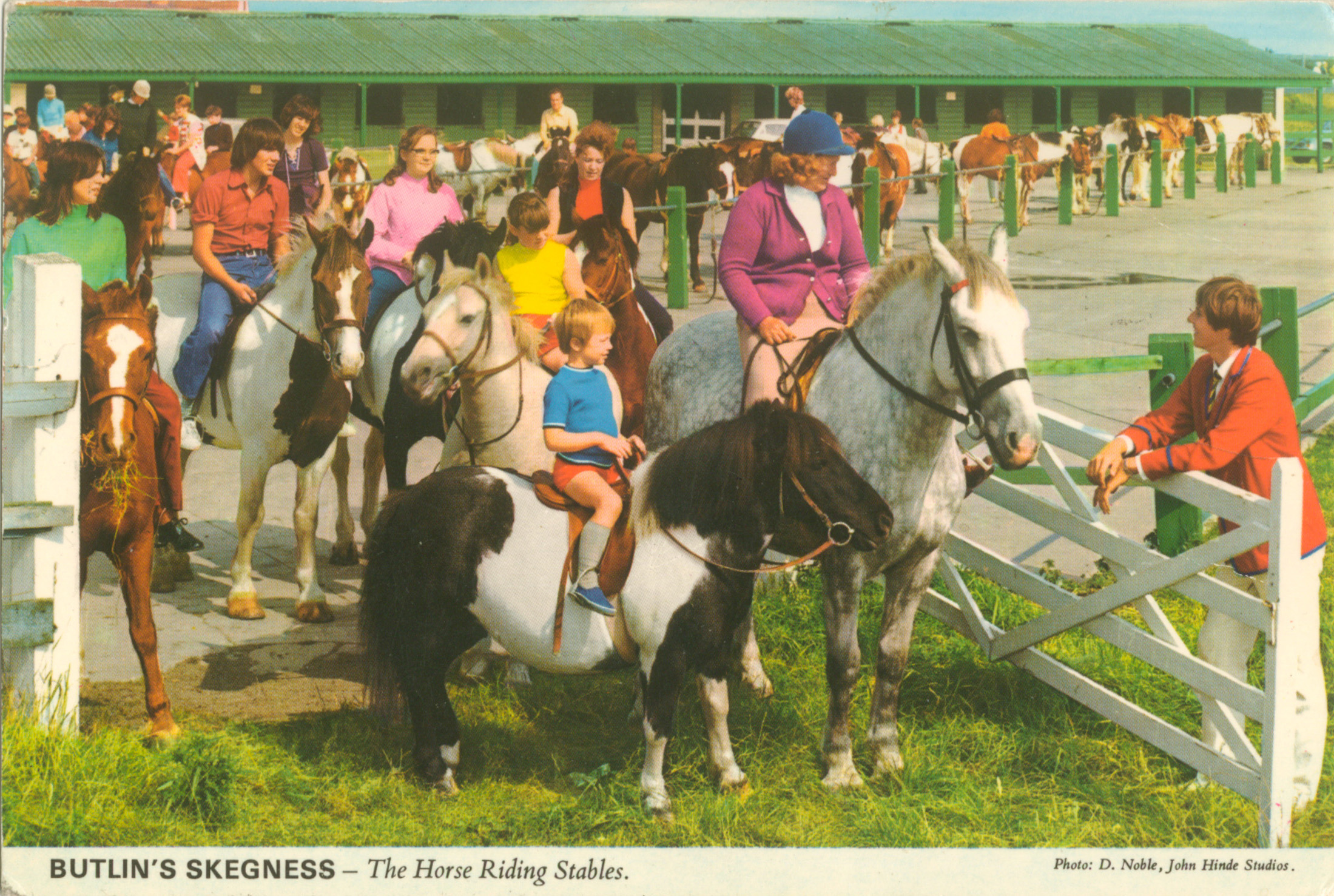 1983-butlins-skegness-postcard-b_6_3_2_2_2_97a